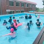 학교 안에서 생존수영 배우고 무더위 탈출!