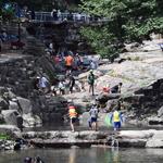 폭염 피해 계곡 찾은 시민들