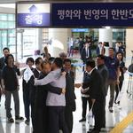 출경하는 남북노동자통일축구대회 북측 선수단