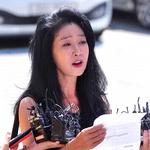 김부선 '이재명 지사 스캔들 의혹' 경찰 출석 뒤 30분 만에 조사 거부