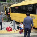 수원에서 학원 통학버스와 버스 추돌사고