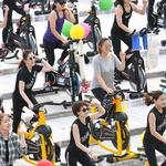 어린이들 자전거 타는 법 배우고 '알록달록' 멋진 그림 솜씨 뽐냈죠