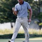 디섐보, PGA 플레이오프 연승 '1000만 달러 경쟁' 치고 나갔네