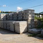 법 밖에 세워진 2500㎡ 벽돌공장