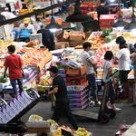 추석 앞둔 농산물시장 분주