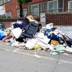 곳곳 악취 풍기는 쓰레기산… '클린 서구'의 주택가 풍경