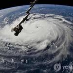 美허리케인 플로렌스, 지구 양쪽서 '바람난리 물난리'가 , 크레인 '댕강'