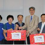 겐트대학교 한태준 총장,건물관리 직원들에 추석선물 전달