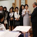 김정숙 여사, 북한 학생들과 '만남'