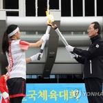 전국체전 성화, 990km 여정 시작 … '벽' 허물러 질주