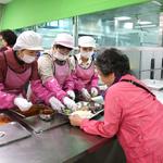 김포시의회, 취임 100일 기념식 대신 어르신 배식봉사 활동 펼쳐