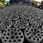 일찍 찾아온 추위에 분주해진 연탄보급소