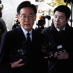 """이재명 """"인생지사 새옹지마""""… 경찰서 앞 민심은 갈렸다"""