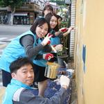 현대제철 인천공장 '디딤쇠 봉사단' 동명초교 담장에 벽화그리기 활동