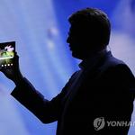 삼성 폴더블폰 , 더 큰 미래를 만나나 , 소재와 내구성 개발