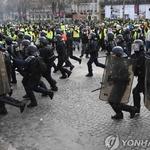 프랑스 노란조끼, 촛불의 평화는 없는 건가, 홍콩 '도우미들' 거리로 나와