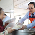 인천시의회 이용범 의장, 어려운 이웃에 급식 봉사