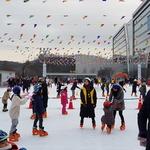 성탄절 스케이트장은 북새통