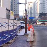 보행로 점령한 아파트 신축공사 현장…김포 걸포동 주민들 고통 호소