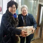 과천동새마을부녀회,  경로당 9곳에 '사랑의 가래떡' 90kg 전달