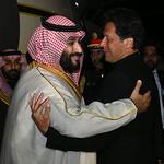파키스탄 총리 영접 받는 사우디 왕세자