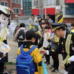 인천남동署·학부모 등 신월초 찾아 '어린이 교통사고 예방' 홍보 캠페인
