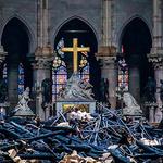 화마가 지난 뒤 폐허가 된 파리 노트르담 대성당 내부