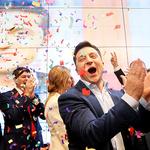 환호하는 젤렌스키…우크라 대선 결선서 73% 득표로 압승