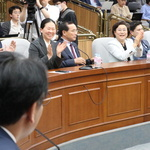 김관영 '사퇴' 언급에 박수치는 바른미래당 의원들
