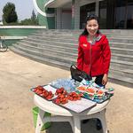 '협동농장서 갓 딴 딸기입네다'