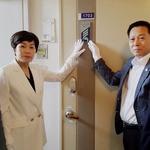 인천보훈지청, 5·18 민주유공자 집 방문 명패 전달