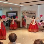 신명나는 전통무대에 지역 노인들 어깨춤 들썩