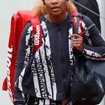 '챔피언·여왕·여신·엄마' 쓰인 재킷 입은 세리나