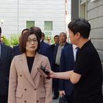 은수미 성남시장 전 운전기사 '자원봉사' 놓고 공방