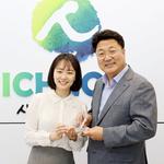 이천시 '친절미소왕'에 주택과 김현주 주무관 선정