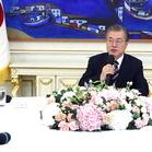 """5당 대표 만난 文 """"일본 조치·경제 문제 엄중"""" 추경 협조 강조"""