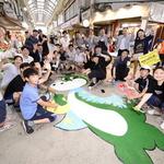 학생·상인 바닥벽화 그리자… 마술처럼 들썩거린 용남시장