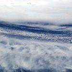 중국 태풍 , 거리와 강도가 변수될수도  , 간섭하며 루트바뀔수도