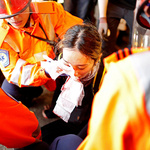 경찰 진압장비에 부상한 홍콩 시위 참가 여성