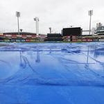 비가 내리자 야구도 그쳤네…