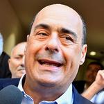 취재진에 둘러싸인 진가레티 이탈리아 민주당 대표